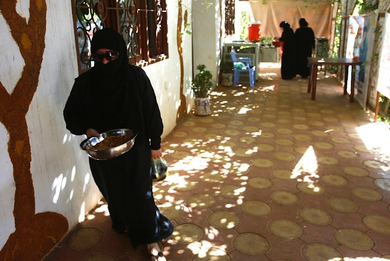 Syrian women put together a day's meals on November 25, 2015, at Khartoum's Hawa Kitchen, a project to support Syrians who have taken refuge in the Sudanese capital since 2011 (AFP Photo/Ashraf Shazly)