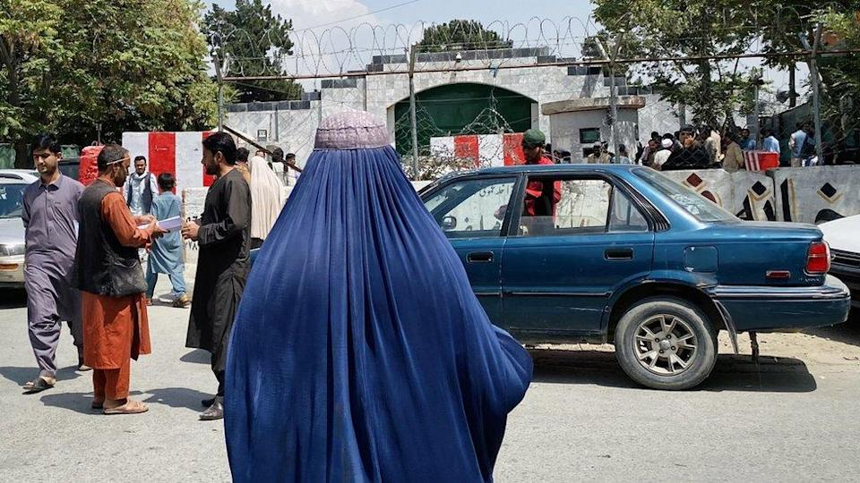 People gather outside the Pakistani embassy, to obtain a visa. after Taliban took over in Kabul, Afghanistan, 22 August 2021.