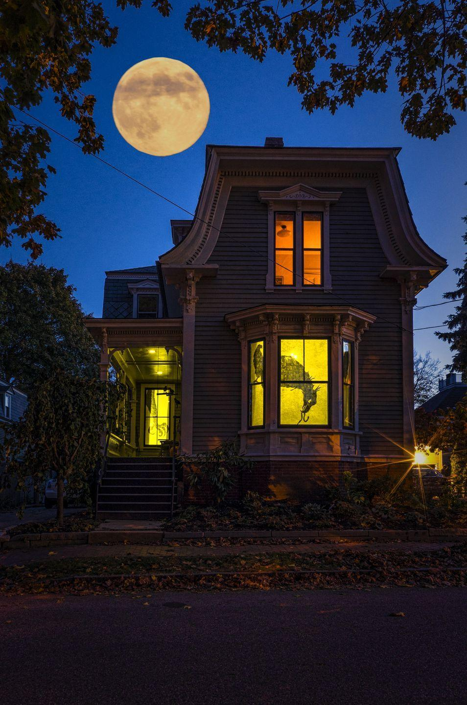 <p><strong><em>What year will have the next Halloween with a full moon?</em></strong></p><p><strong>Answer:</strong> 2020. The previous Halloween with a full moon was back in 2001 and after this year, you'll have to wait another 19 years to see another full moon on Halloween night in 2039.</p>