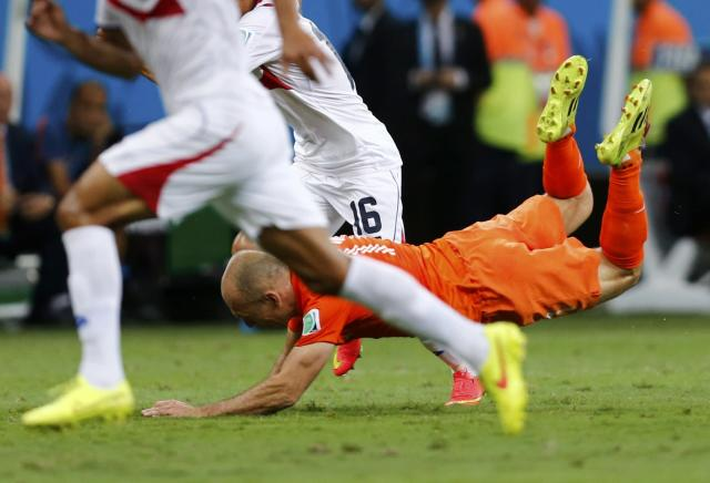 Arjen Robben of the Netherlands is fouled by Costa Rica's Cristian Gamboa during their 2014 World Cup quarter-finals at the Fonte Nova arena in Salvador July 5, 2014. REUTERS/Marcos Brindicci (BRAZIL - Tags: SOCCER SPORT WORLD CUP)