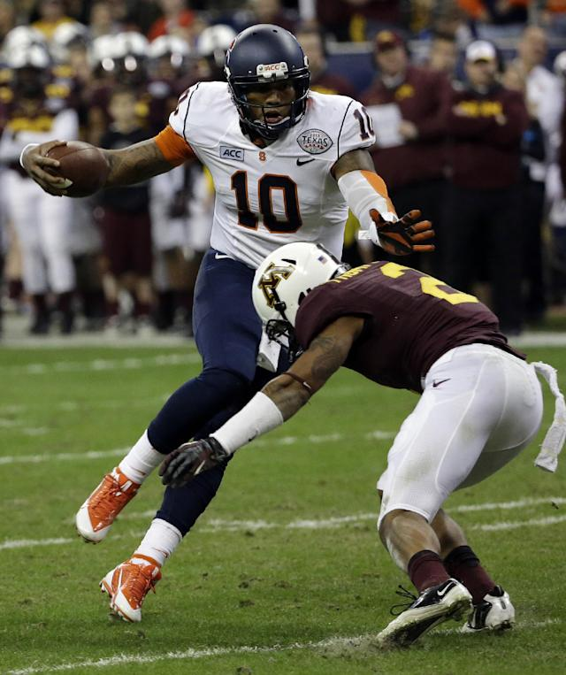 Syracuse quarterback Terrel Hunt (10) rushes for a gain as Minnesota defensive back Cedric Thompson (2) defends during the second quarter of the Texas Bowl NCAA college football game on Friday, Dec. 27, 2013, in Houston. (AP Photo/David J. Phillip)