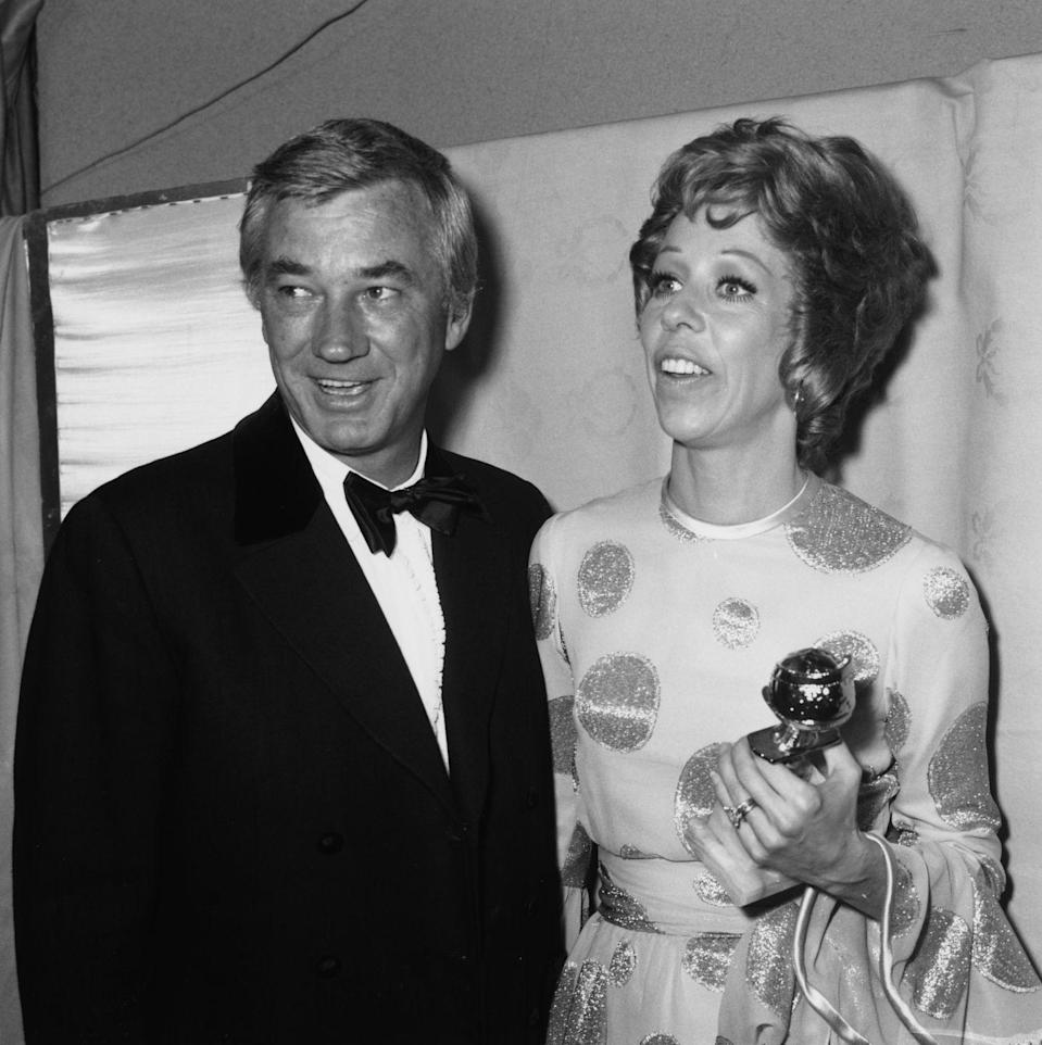 <p>Carol Burnett arrived to the 1971 Golden Globes in a cool polka-dot dress with bell sleeves and a cinched waist. </p>