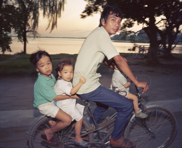 "<p>Bicycles — going home, 1987. (© William E. Crawford from the book ""Hanoi Streets 1985-2015: In the Years of Forgetting"") </p>"