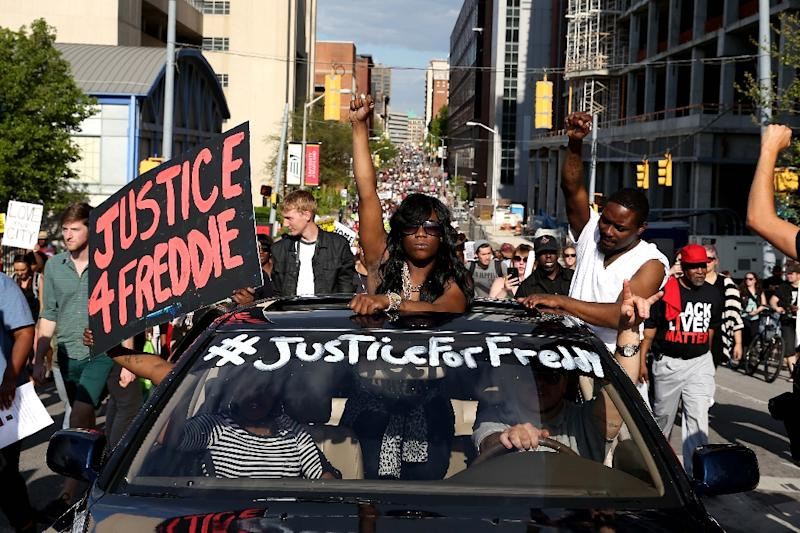 Protesters march on the street from City Hall a day after Baltimore authorities released a report on the death of Freddie Gray, May 2, 2015 in Baltimore, Maryland (AFP Photo/Patrick Smith)