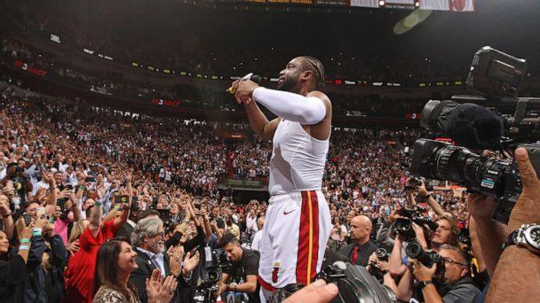 a19e3b0a657 PHOTO Dwyane Wade of the Miami Heat thanks the crowd after the game against  the