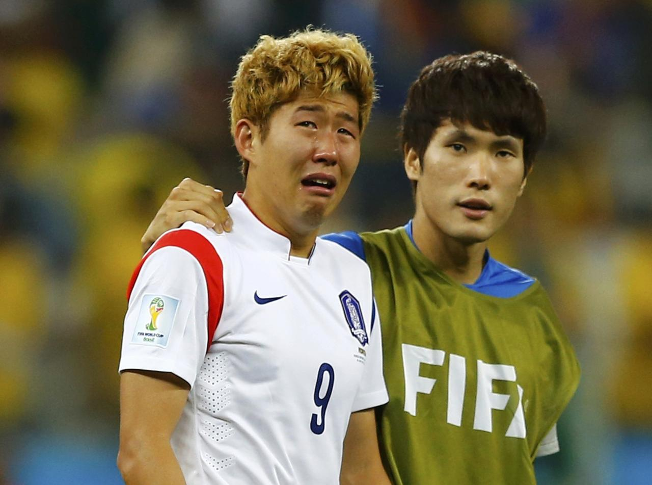 South Korea's Son Heung-min cries after the 2014 World Cup Group H soccer match between Belgium and South Korea at the Corinthians arena in Sao Paulo June 26, 2014. REUTERS/Ivan Alvarado (BRAZIL - Tags: TPX IMAGES OF THE DAY SOCCER SPORT WORLD CUP)