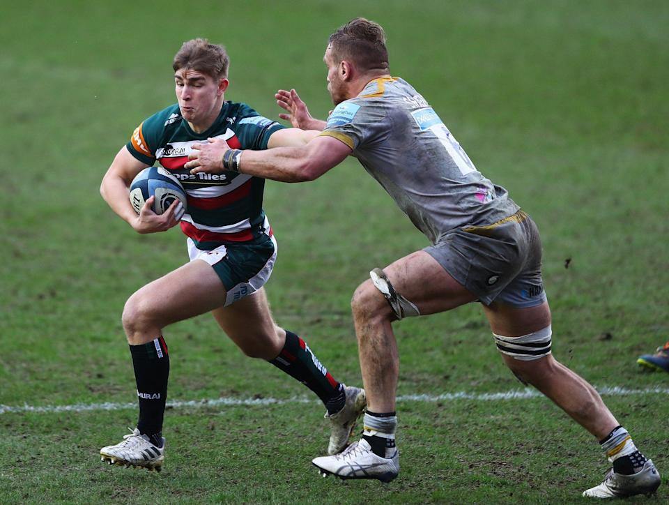 Jack Van Poortvliet of Leicester Tigers holds off Brad Shields of Wasps during the Gallagher Premiership Rugby match between Leicester Tigers and Wasps - Matthew Lewis/Getty Images