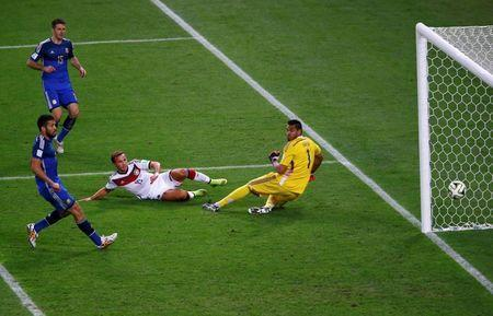Germany's Mario Goetze (2nd R) scores a goal past Argentina's Martin Demichelis (L), Ezequiel Garay (2nd L) and goalkeeper Sergio Romero during extra time in their 2014 World Cup final at the Maracana stadium in Rio de Janeiro July 13, 2014. REUTERS/Ricardo Moraes