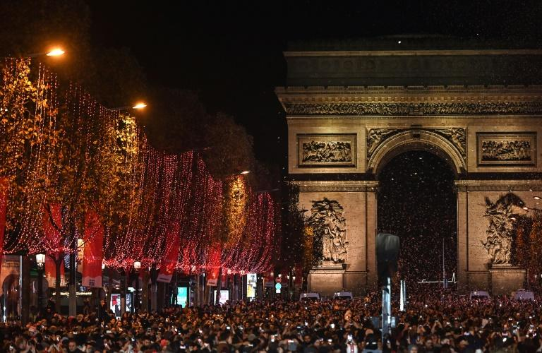 Nobel economists urge French Advent lockdown 'to save Christmas'