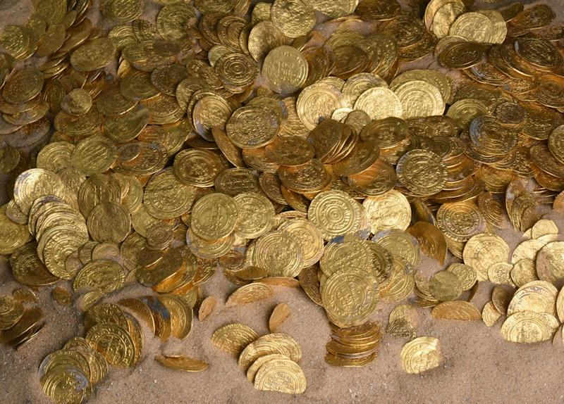 A handout picture released by Israel's Antiquities Authority shows some of the gold coins recently found on the seabed in the ancient harbour in Caesarea (AFP Photo/)