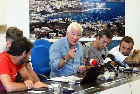 """U.S. actor Richard Gere holds a news conference in support of an NGO ship """"Open Arms"""", which carries stranded migrants, in Lampedusa"""