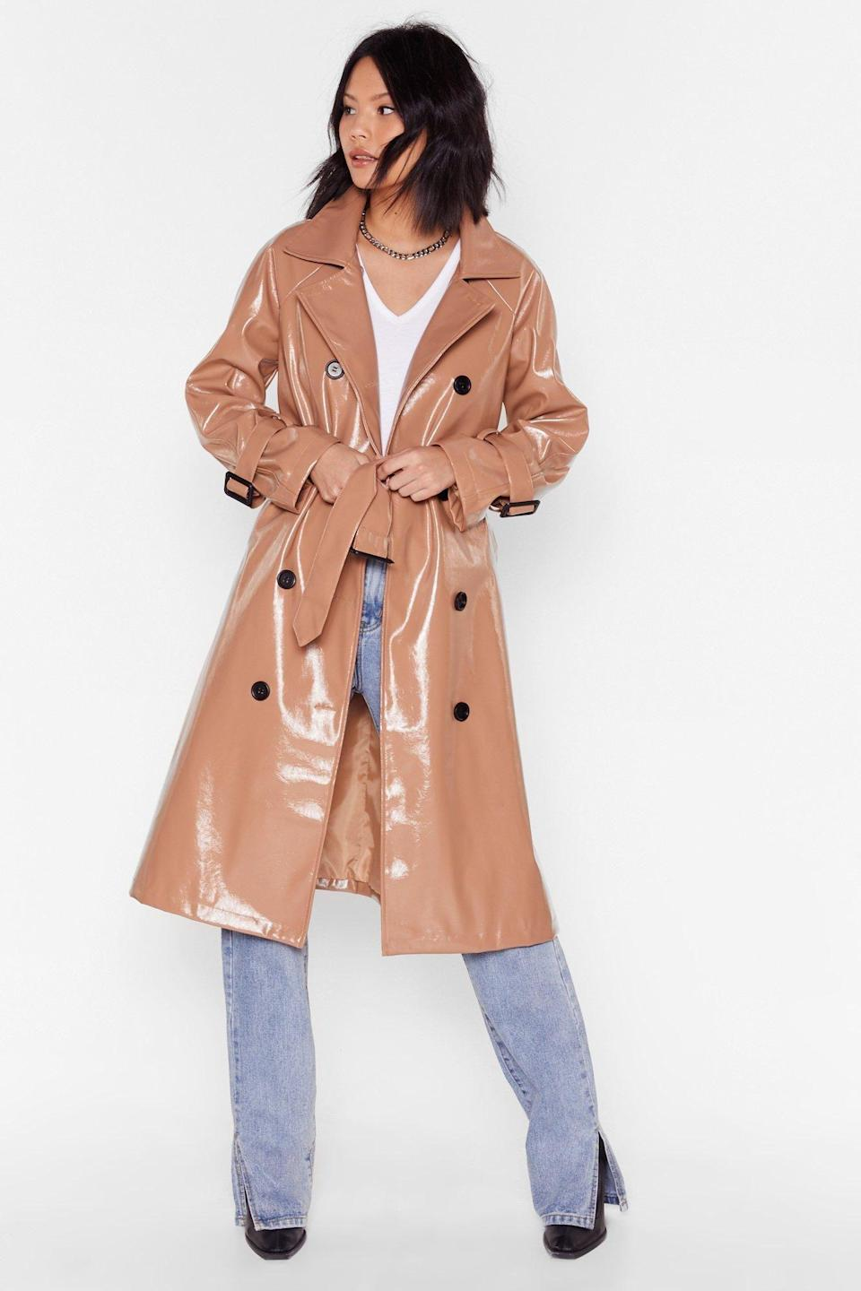 """<p><strong>Nasty Gal</strong></p><p>nastygal.com</p><p><strong>$59.00</strong></p><p><a href=""""https://go.redirectingat.com?id=74968X1596630&url=https%3A%2F%2Fwww.nastygal.com%2Fvinyl-countdown-belted-trench-coat%2FAGG56635-111-18.html%3Fgclid%3DEAIaIQobChMIovTOvLL36AIVhJ6fCh2_zwbiEAkYGCABEgKf9PD_BwE%26gclsrc%3Daw.ds%26istBid%3Dt%26istCompanyId%3Dc0be3c48-e653-4c39-b0ef-f608859d9f17%26istFeedId%3D6391ec2f-cb91-4734-b4e8-dc6e630eb98c%26istItemId%3Dipwiwawip&sref=https%3A%2F%2Fwww.cosmopolitan.com%2Fstyle-beauty%2Ffashion%2Fg10327302%2Fcute-fall-outfits%2F"""" rel=""""nofollow noopener"""" target=""""_blank"""" data-ylk=""""slk:Shop Now"""" class=""""link rapid-noclick-resp"""">Shop Now</a></p><p>Your raincoat game will be upgraded with a shiny vinyl trench. Just add a classic white <a href=""""https://www.cosmopolitan.com/style-beauty/fashion/g32390764/best-t-shirts-for-women/"""" rel=""""nofollow noopener"""" target=""""_blank"""" data-ylk=""""slk:T-shirt"""" class=""""link rapid-noclick-resp"""">T-shirt</a> and jeans to pull off a very cute rainy-day 'fit. </p>"""