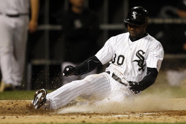 Chicago White Sox's Alejandro De Aza scores on a hit by Dayan Viciedo during the sixth inning of a baseball game against the Minnesota Twins, Tuesday, Sept. 17, 2013, in Chicago. (AP Photo/Andrew A. Nelles)