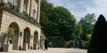 """<p>While it may have struck you as odd that the exterior shot of Queen Charlotte's royal residence was scaffolded, it is factually accurate. During a <a href=""""https://twitter.com/chrisvandusen/status/1342999652698714112"""" rel=""""nofollow noopener"""" target=""""_blank"""" data-ylk=""""slk:series of tweets"""" class=""""link rapid-noclick-resp"""">series of tweets</a>, the show's creator Chris Van Dusen revealed that the King and Queen's residence was under construction in 1813, as it was being converted from Buckingham Home into Buckingham Palace. </p>"""