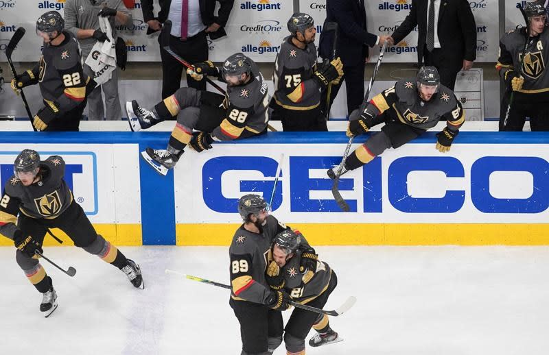 Golden Knights eliminate Blackhawks with 4-3 win in Game 5