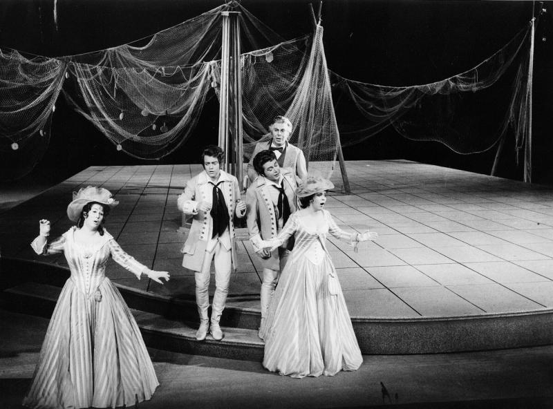 """FILE - In this March 8, 1974 file photo, Mozart's """"Cos' fan tutte"""" is performed by Gundula Janowitz, Brigitte Fassbaender, Hermann Prey, Peter Schreier and Rolando Panerei at Salzburg Festival Week in Salzburg, Austria.  German opera singer and conductor Peter Schreier has died in Dresden, Germany, the dpa news agency announced Wednesday, Dec. 25, 2019 citing his longtime secretary. Schreier was in demand on opera stages all over the world and performed at the Berlin State Opera in his native East Germany. (AP Photo, file)"""