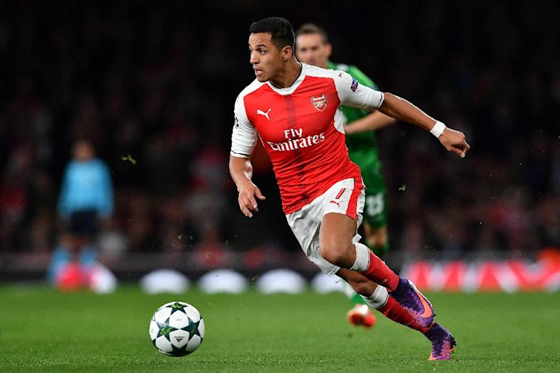 Arsenal's Chilean striker Alexis Sanchez controls the ball during the UEFA Champions League Group A football match between Arsenal and Ludogorets Razgrad at The Emirates Stadium in London on October 19, 2016 (AFP Photo/Ben Stansall)