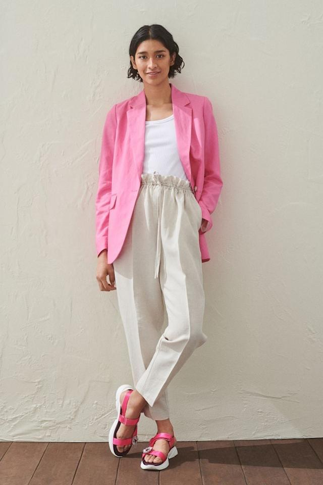 "<p>These <a href=""https://www.popsugar.com/buy/HampM-Linen-Blend-Pull--Pants-573085?p_name=H%26amp%3BM%20Linen-Blend%20Pull-On%20Pants&retailer=www2.hm.com&pid=573085&price=25&evar1=fab%3Auk&evar9=47085485&evar98=https%3A%2F%2Fwww.popsugar.com%2Ffashion%2Fphoto-gallery%2F47085485%2Fimage%2F47462864%2FHM-Linen-Blend-Pull-On-Pants&list1=shopping%2Cpants%2Cworkwear%2Cfashion%20shopping&prop13=api&pdata=1"" rel=""nofollow"" data-shoppable-link=""1"" target=""_blank"" class=""ga-track"" data-ga-category=""Related"" data-ga-label=""https://www2.hm.com/en_us/productpage.0887949001.html"" data-ga-action=""In-Line Links"">H&amp;M Linen-Blend Pull-On Pants</a> ($25) also come in black and a khaki green.</p>"