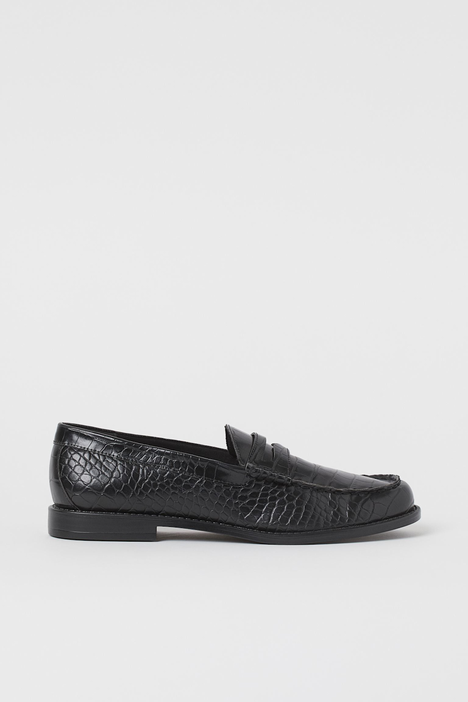 "<br><br><strong>H&M</strong> Loafers, $, available at <a href=""https://go.skimresources.com/?id=30283X879131&url=https%3A%2F%2Fwww2.hm.com%2Fen_us%2Fproductpage.0893562001.html"" rel=""nofollow noopener"" target=""_blank"" data-ylk=""slk:H&M"" class=""link rapid-noclick-resp"">H&M</a>"