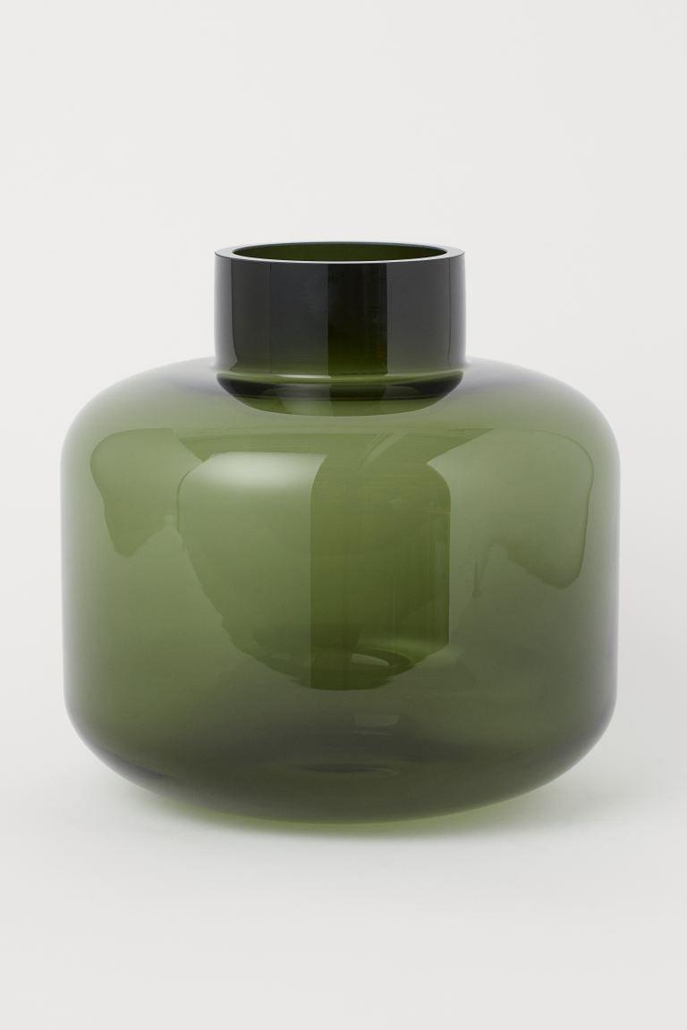 <p>The color of this <span>H&amp;M Large Glass Vase</span> ($30) is so pretty.</p>