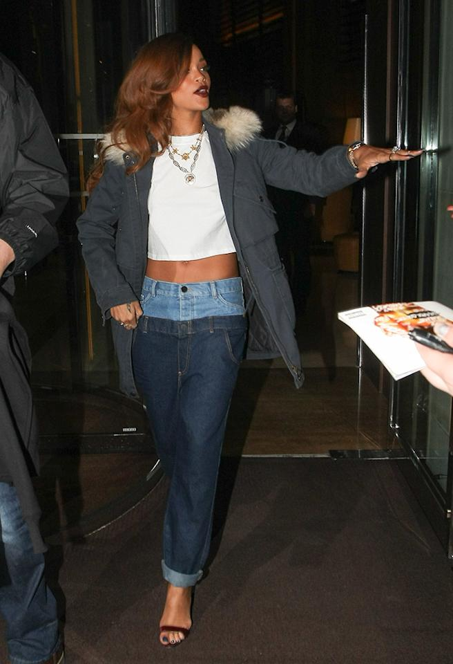 Advertising her own line, RiRi hit the streets of London on Monday in double-dipped denim ... proving once again why pop stars should stick to singing. (3/4/2013)