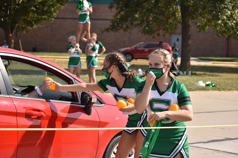 The pandemic has forced schools to get creative with their homecoming celebrations, including throwing reverse parades like this one in Smithville, Mo. (Photo: Courtesy of Angelica Matthews)