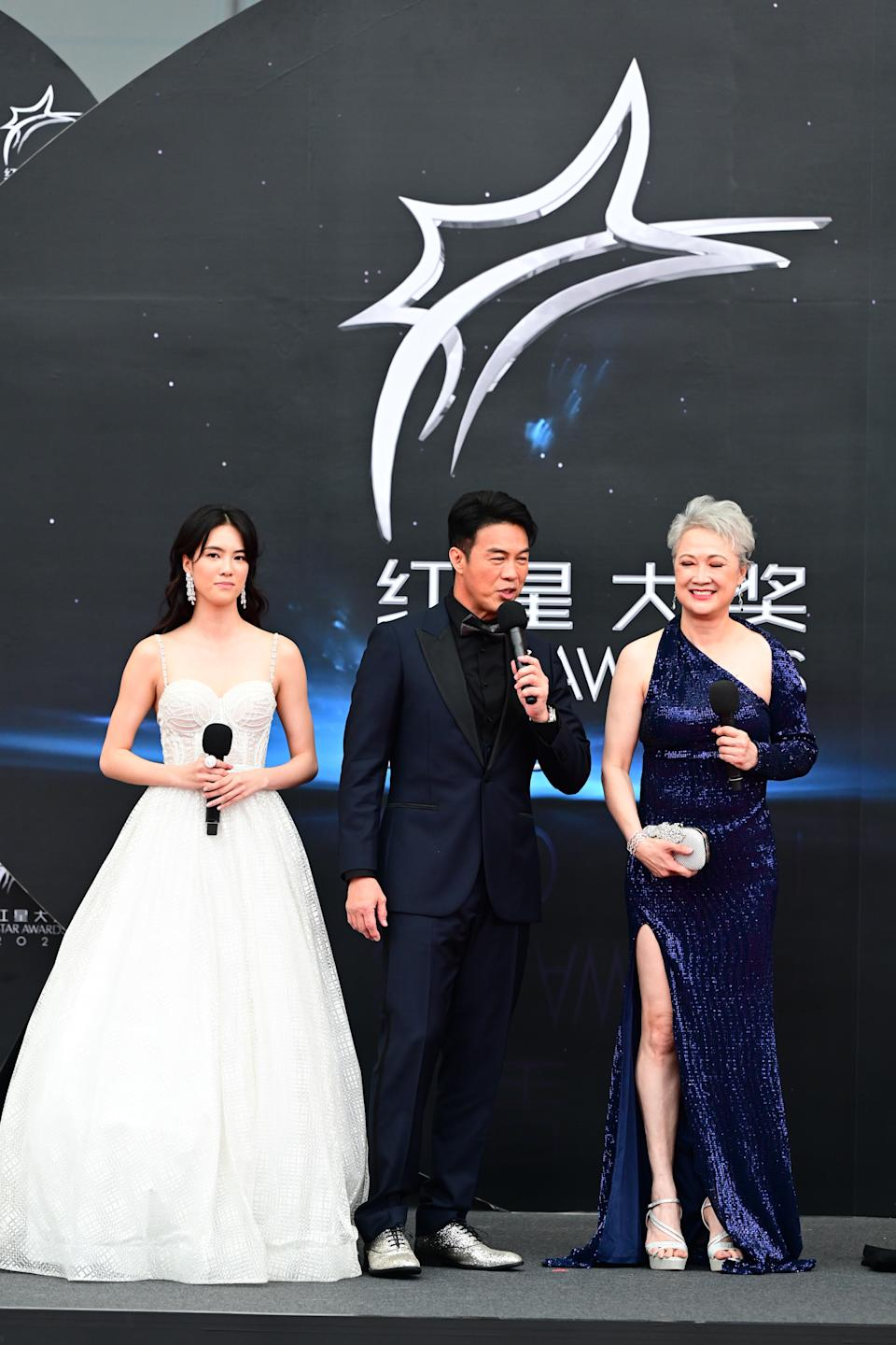 Tay Ying and her parents, Zheng Ge Ping and Hong Hui Fang, at Star Awards held at Changi Airport on 18 April 2021. (Photo: Mediacorp)