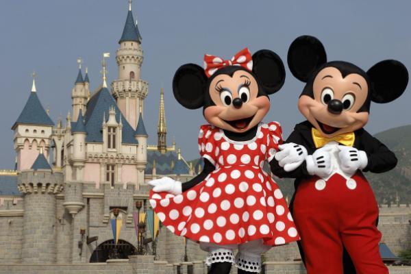 5 Must-Download Apps Before Visiting Disney World, Universal