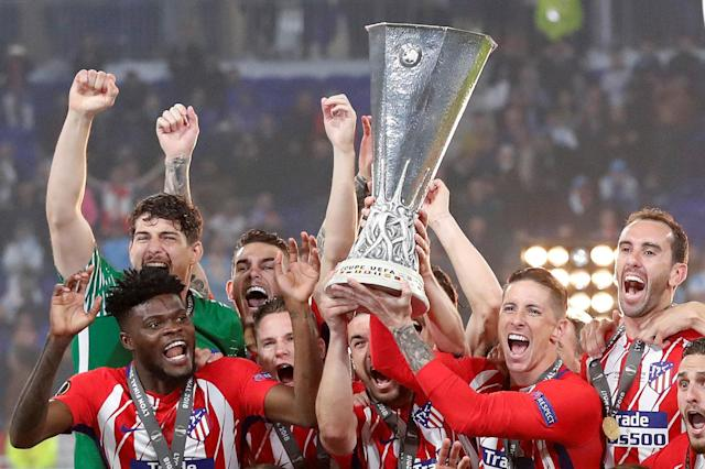 Soccer Football - Europa League Final - Olympique de Marseille vs Atletico Madrid - Groupama Stadium, Lyon, France - May 16, 2018 Atletico Madrid's Gabi and Fernando Torres lift the trophy as they celebrate winning the Europa League REUTERS/Peter Cziborra TPX IMAGES OF THE DAY