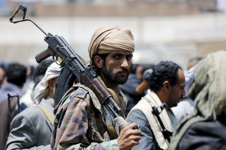 A tribesman loyal to the Houthi movement carries his rifle as he attends a gathering in Yemen's capital Sanaa, April 17, 2016. REUTERS/Khaled Abdullah