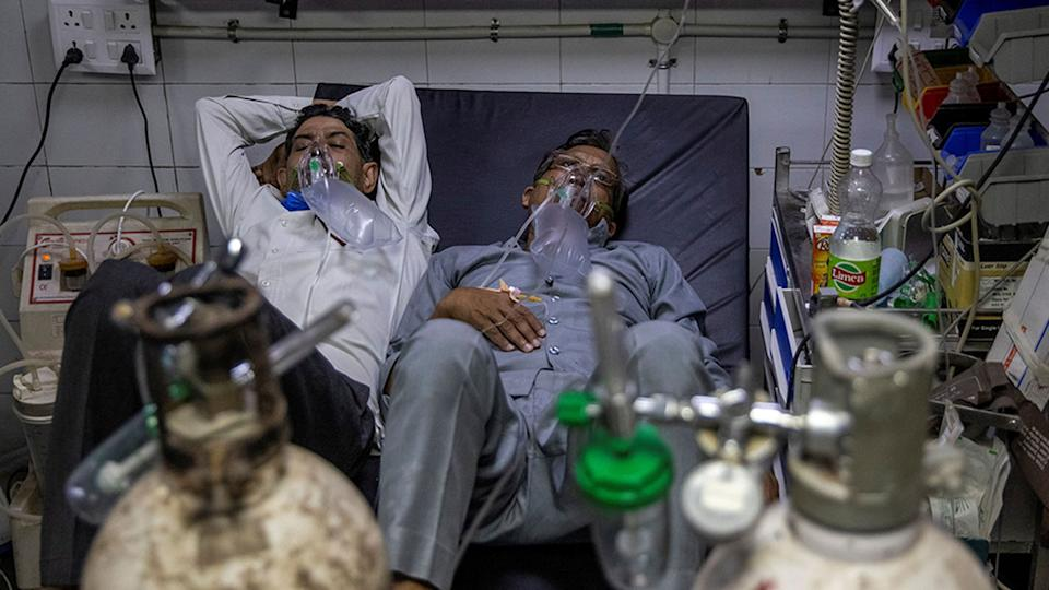 Patients suffering from the coronavirus receive treatment at the casualty ward in Lok Nayak Jai Prakash hospital in New Delhi, India, April 15. Many Indian hospitals are scrambling for beds and oxygen as COVID-19 infections surge to new daily records.