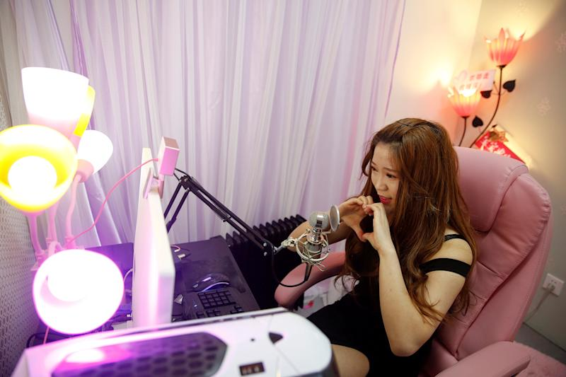 A girl broadcasts at live streaming talent agency Three Minute TV in Beijing, China, February 11, 2017. Picture taken February 11, 2017. REUTERS/Damir Sagolj TPX IMAGES OF THE DAY