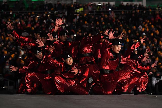 <p>Actors perform during the opening ceremony of the Pyeongchang 2018 Winter Olympic Games at the Pyeongchang Stadium on February 9, 2018. / AFP PHOTO / Mark RALSTON </p>