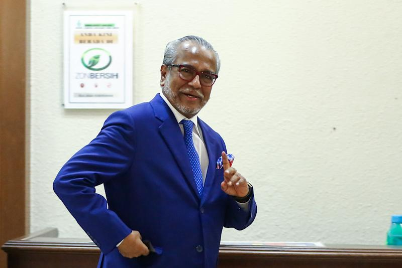 Lawyer Tan Sri Muhammad Shafee Abdullah is seen leaving the Kuala Lumpur High Court Complex, August 14, 2019. ― Picture by Yusof Mat Isa