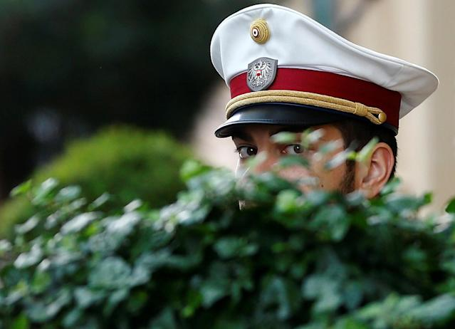 <p>An Austrian police officer guards the entrance of a hotel before the arrival of OPEC Oil Ministers in Vienna, Austria, May 24, 2017. (Photo: Leonhard Foeger/Reuters) </p>