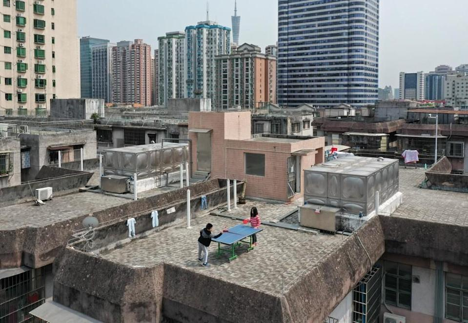 Children playing table tennis on the roof of a building in Guangzhouon April 10, 2020. Photo: Xinhua.