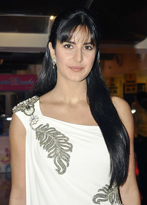 Katrina Kaif: Kat looks pretty as always with her long silky mane, but this time she has experimented with her hair. The fringe look adds on to her cuteness, making her look nothing less than a doll!