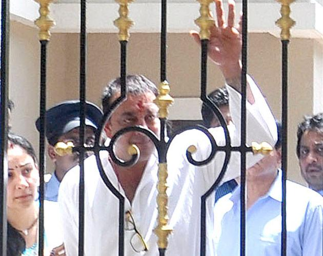 Sanjay Dutt surrenders