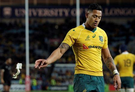 Australia Rugby Union - Bledisloe Cup - Australia's Wallabies v New Zealand All Blacks - Olympic Stadium, Sydney, Australia - 20/8/16Australia's fullback Israel Folau throws away his wrist tape before the end of the match. REUTERS/Jason Reed Picture Supplied by Action Images