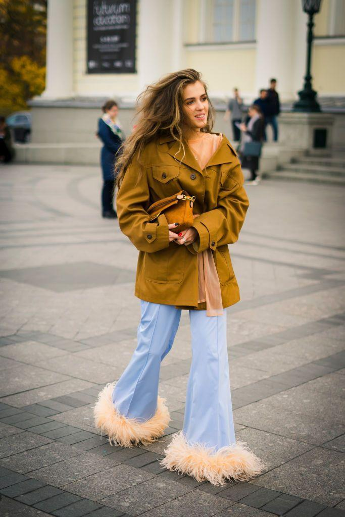 <p>A stylish onlooker moved about Russia's Fashion Week with expert autumn street style.<br></p>