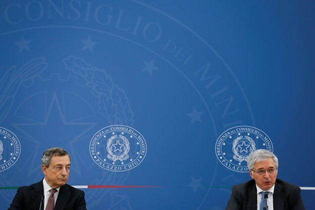 Italy's Prime Minister Mario Draghi listens as Italy's Economy Minister Daniele Franco speaks during a joint news conference on the government's new fiscal targets in Rome, Italy, September 29, 2021. REUTERS/Yara Nardi (Photo: Yara Nardi via Reuters)