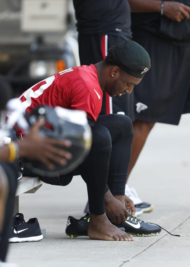 Atlanta Falcons rookie receiver Calvin Ridley laces up his shoes before the start of the first NFL football practice at rookie camp Friday, May 11, 2018, in Flowery Branch, Ga. (AP Photo/John Bazemore)