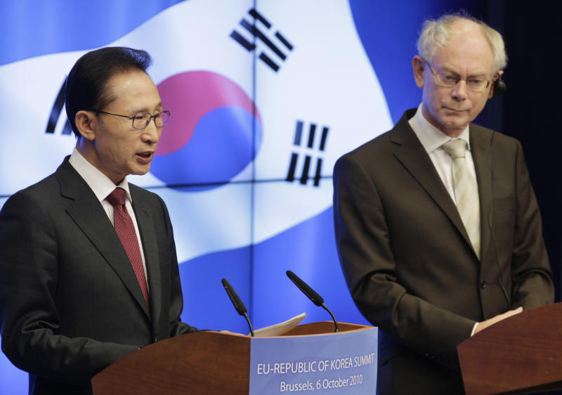 South Korea's President Lee Myung-bak, left, and European Council President Herman Van Rompuy, address the media, at the end of an EU - south Korea summit, at the European Council building in Brussels, Wednesday, Oct. 6, 2010. The European Union and South Korea have signed a free trade pact, seeking to cut billions of dollars in industrial and agricultural duties. (AP Photo/Yves Logghe)