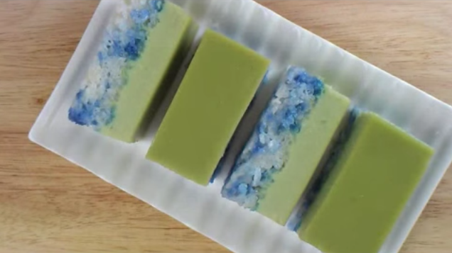 Kueh Salat, also known as Kueh Seri Muka, is a two-layered cake consisting of creamy pandan custard on top and glutinous rice at the bottom. (Photo: YouTube/Kitchen Tigress)