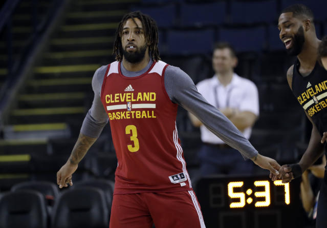 "<a class=""link rapid-noclick-resp"" href=""/nba/players/4883/"" data-ylk=""slk:Derrick Williams"">Derrick Williams</a> practices with the Cavs during last year's NBA Finals. (AP)"