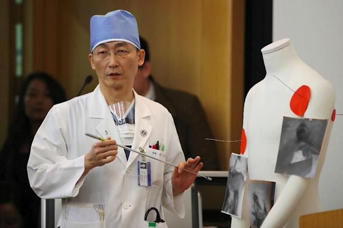 South Korean doctor Lee Cook-Jong, who carried out surgery on gunshot wounds sustained by a North Korean soldier, speaks about his condition during a briefing on November 15 (AFP Photo/str)