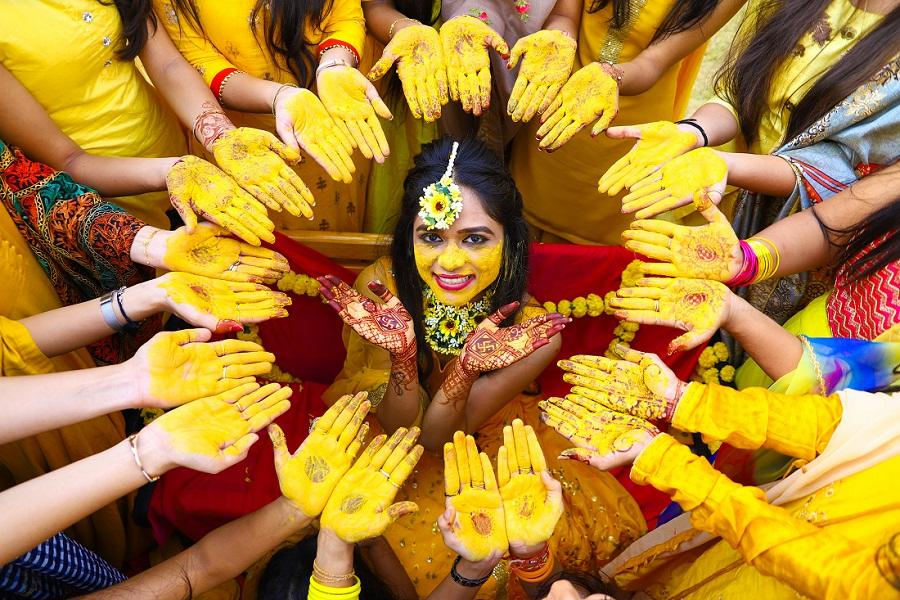 Turmeric is known to improve the complexion and give a golden glow to skin which is why brides in India have a pre wedding ritual called the Haldi ceremony