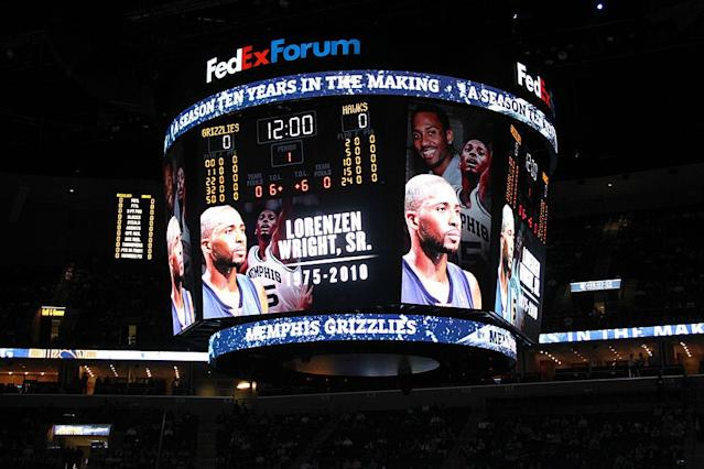 From 2010: The tribute to former Memphis star Lorenzen Wright. (Getty)