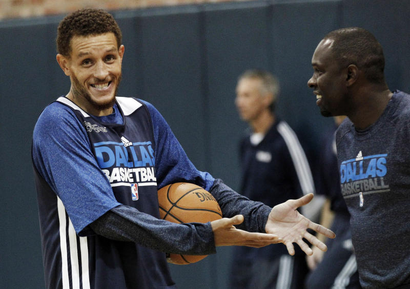 Delonte West in a Dallas Mavericks shirt.