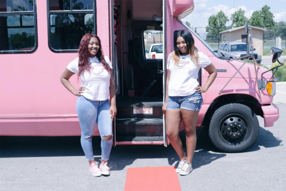 Peja Jordan and Shamari Whitfield, both 17, host the ultimate party-bus experience for little girls. (Photo: Twitter/lilpeja)